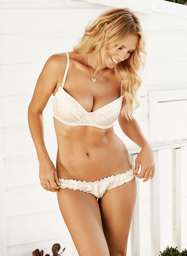 Featured image for Annalise Braackensiek Is Foxy At 41!