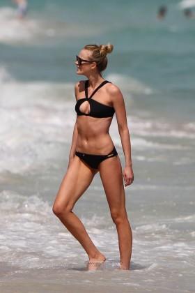 Anne V sexy black Bikini