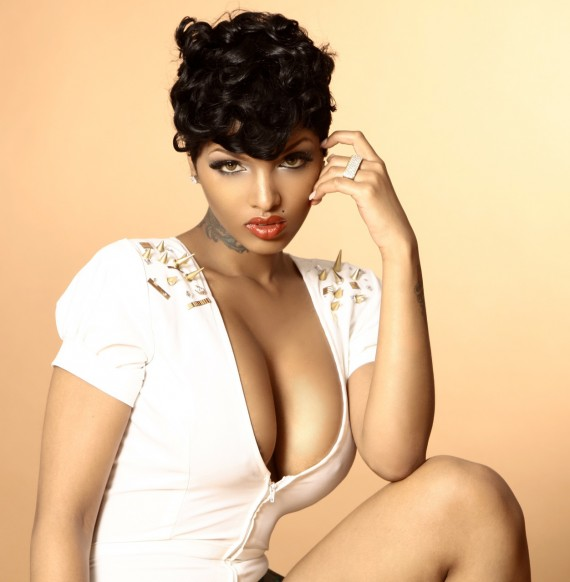 Lola Monroe Hot