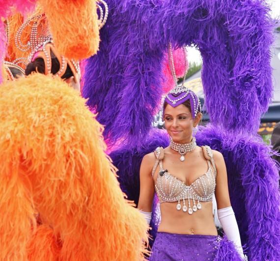 Maria Menounos showgirl
