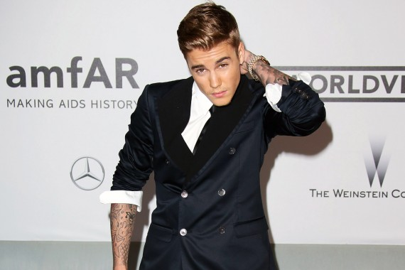 CAP D'ANTIBES, FRANCE - MAY 22:  Justin Bieber attends amfAR's 21st Cinema Against AIDS Gala, Presented By WORLDVIEW, BOLD FILMS, And BVLGARI at the 67th Annual Cannes Film Festival on May 22, 2014 in Cap d'Antibes, France.  (Photo by Mike Marsland/WireImage)