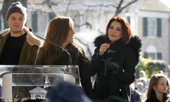 Priscilla Presley and daughter Lisa Marie on Elvis 80th birthday