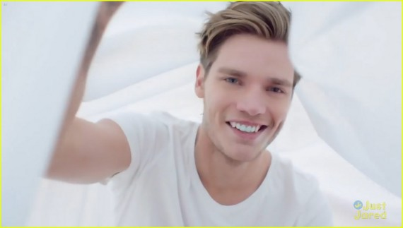 Dominic Sherwood in Taylor Swift Style music video