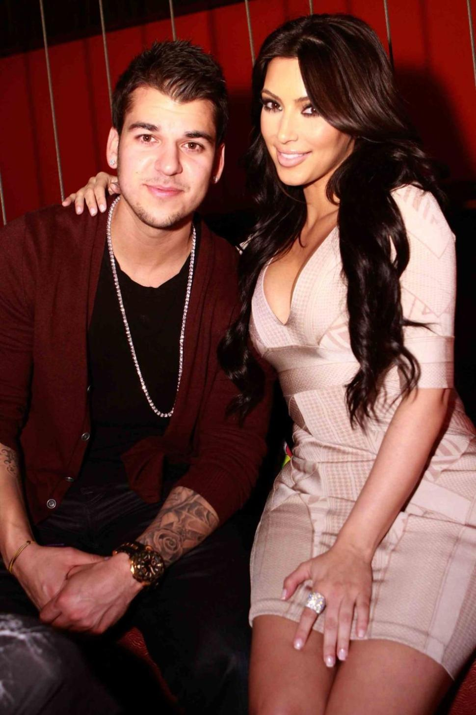 "Rob Kardashian Compares Sis Kim To ""Gone Girl!"""