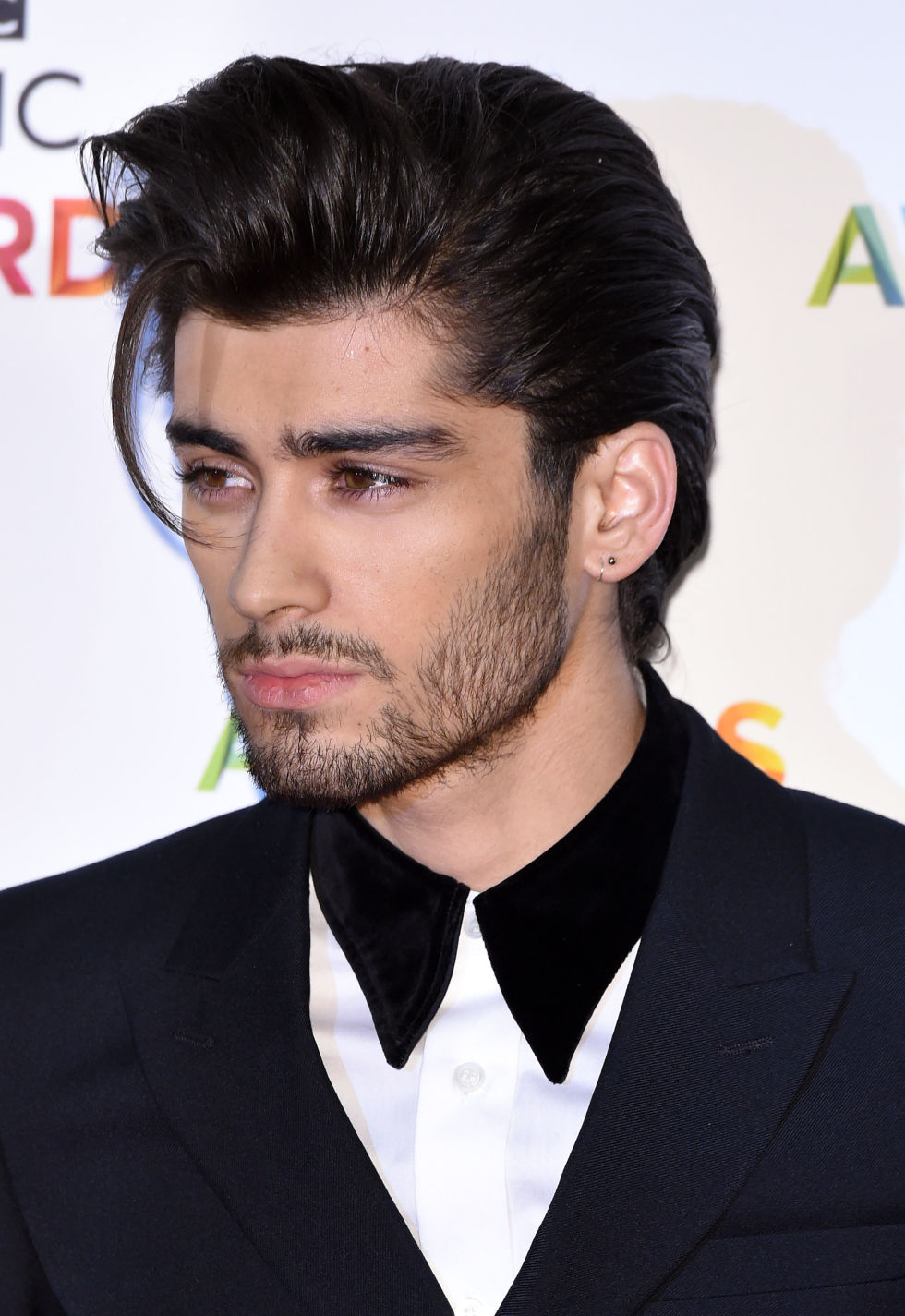 Zayn Malik LEAVES One Direction!