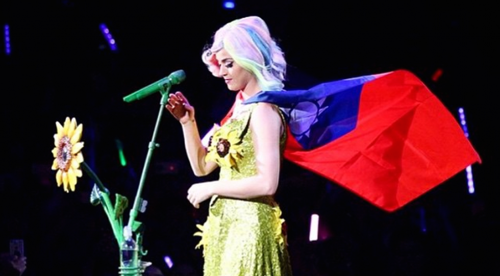 Katy Perry flower dress and Taiwan flag