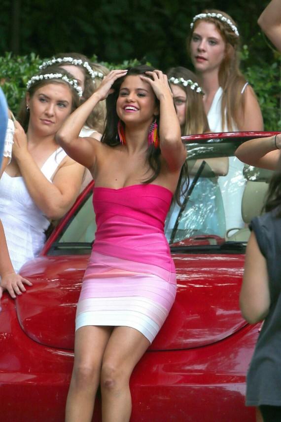 Selena Gomez Neighbors 2