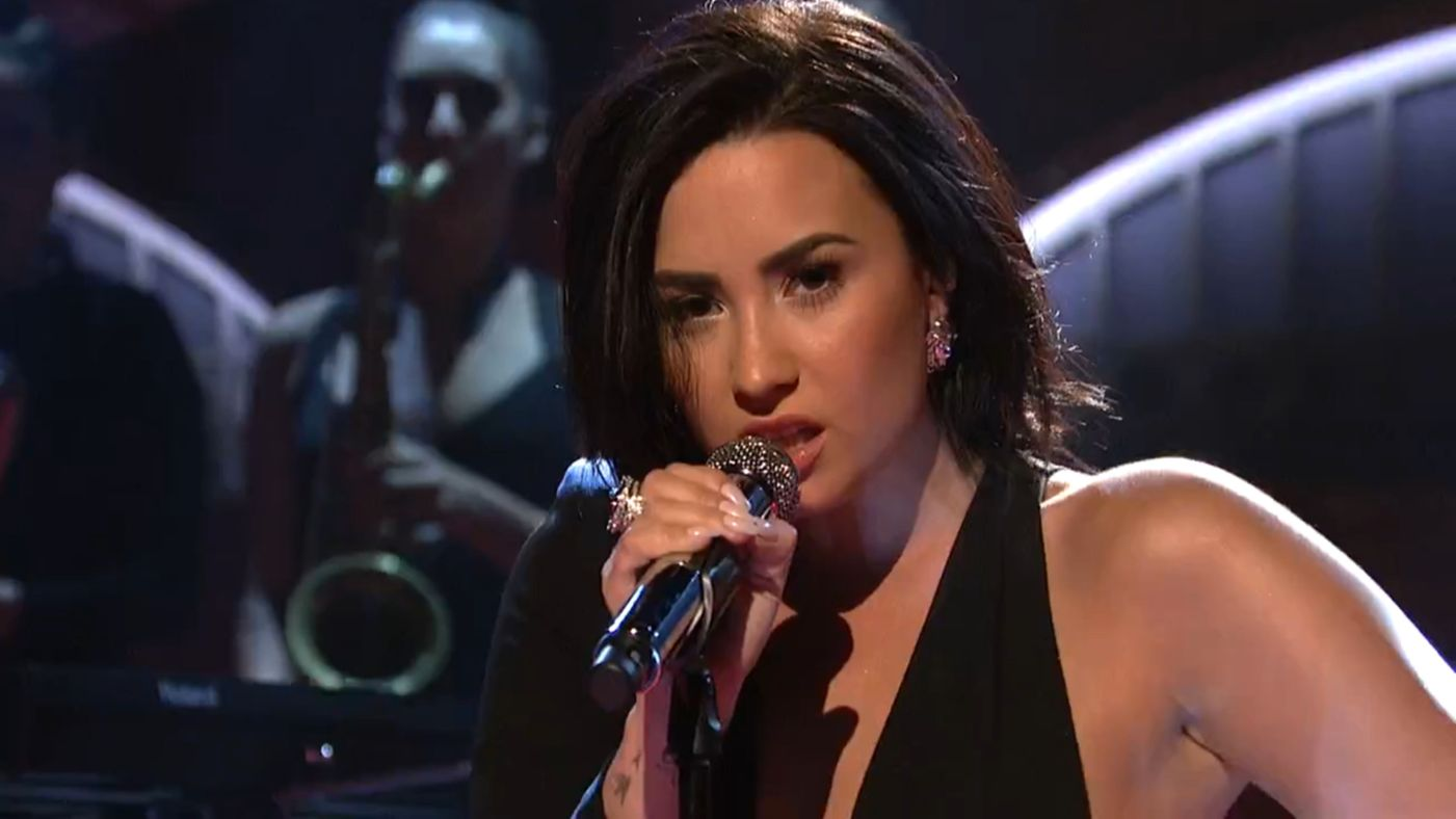 "Demi Lovato Is Exceptionally ""Confident"" In SNL!"