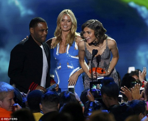 Zendaya with Heidi Klum, Anthony Anderson in Kids' Choice 2016