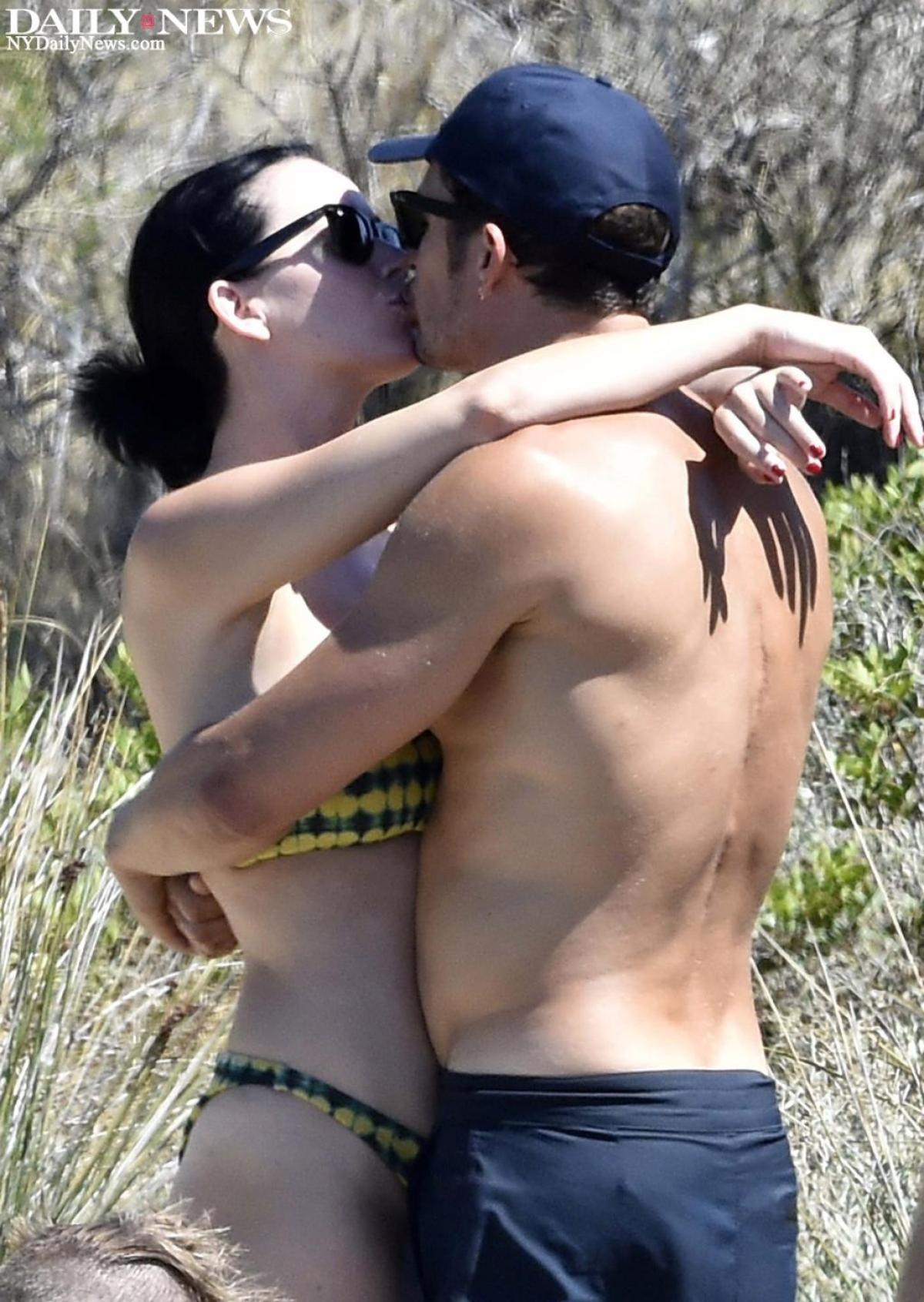 Orlando Bloom Strips At A Vacay With Katy Perry! [SFW PHOTOS]